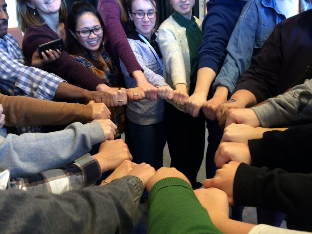 Fred, dialog og solidaritet - gruppe i ring